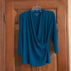Chico's size 2 green suplice top with ruching.